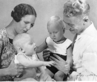 My parents, my brother Carel and I (1936, Surabaia). I am already talking too much!